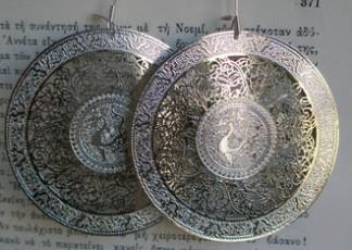 Σκουλαρίκια από μέταλλο